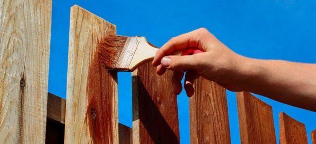 Tampak Natural Inilah Warna Cat Pagar Kayu yang Bagus - mengecat pagar kayu
