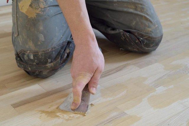 Dempul Kayu Bengkirai Untuk Lantai Balkon Rumah